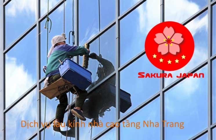 Dịch vụ Lau Kính nhà cao tầng tại Nha Trang Sakura
